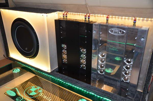 王者的盛宴 宝马x5改装丹拿三分频喇叭和tru功放
